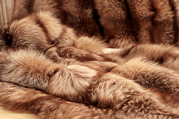 Throw FINLAND FOX BROWN by Koket : finland fox natural brown throw 2 zoom from www.bykoket.com size 600 x 400 jpeg 274kB
